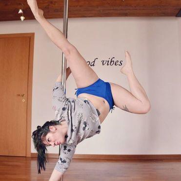 martina_liverani_martinaliverani_pole_dance_poledance