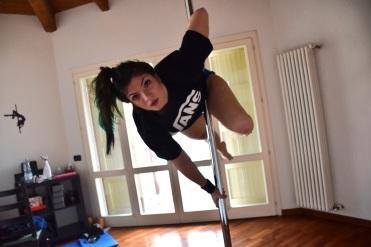 martina_liverani_martinaliverani_poledance_pole_dance1