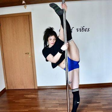 martina_liverani_poledance_liveranimartina_pole_dance